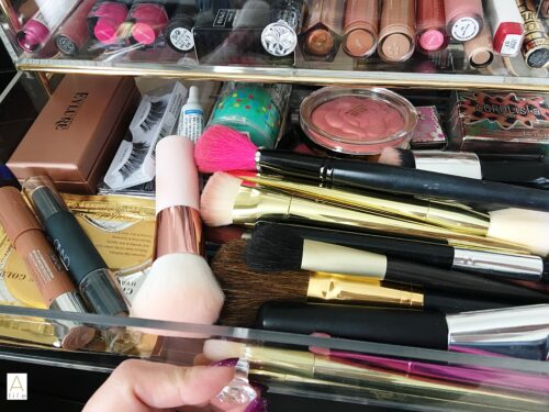 makeup organizer eyelashes falsies makeup brushes blush
