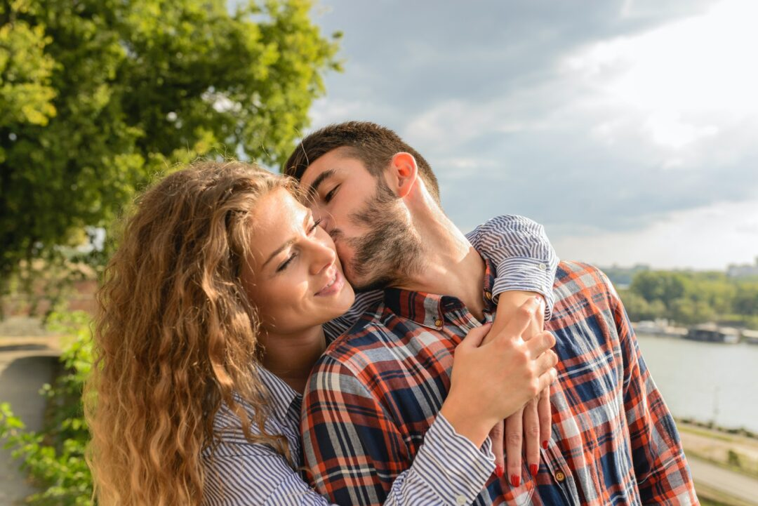 relationship advice man kissing woman